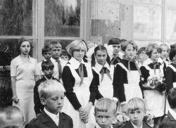 Учитель русского языка и литературы незамаевской СОШ № 15 Маргарита Жукова с учащимися