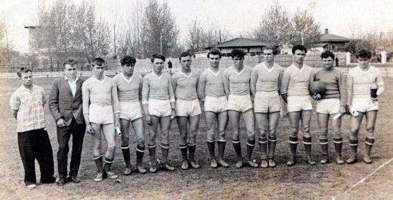 Команда «Райпотребсоюза» 1964 г., занявшая первое место и ставшая обладателем кубка в районных соревнованиях