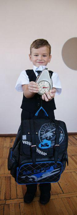 Ранец с учебниками у Саши Спесивцева весит 2,5 кг, что соответствует норме