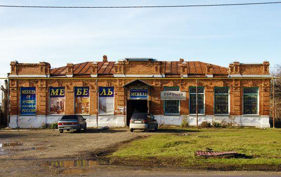 Несмотря на то, что здание бывшей Стублянской школы обветшало, в нем сохранился архитектурный изыск