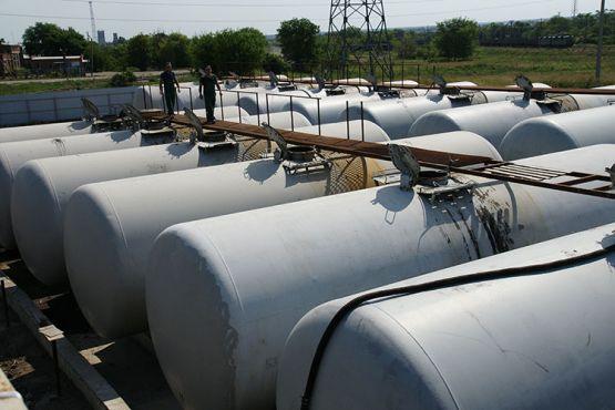 В этих металлических цистернах, установленных на территории  ООО «Кристалл-Азот»,  будут храниться жидкие удобрения