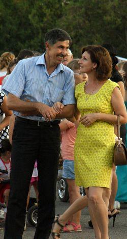 Игорь и Ольга Котовы с удовольствием посещают все праздничные мероприятия в райцентре. Этот снимок запечатлел супругов на Дне урожая