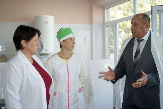 Юрий Ревякин посетил детсад № 15 т из уст руководителя и персонала узнал о проблемах учреждения