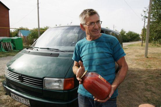 Помимо свежих томатов Геннадий Андриенко реализует вкусный и полезный продукт переработки своих плодов