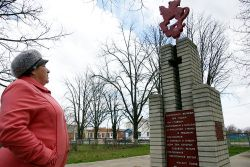Председатель ТОСа поселка Первомайского Любовь Иванченко познакомила журналистов с местными достопримечательностями