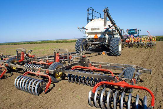 На полях района полным ходом идут весенне-полевые работы