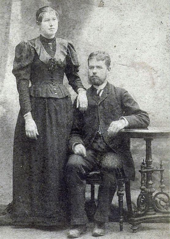 Родители сестер  Ивановых – Тимофей Андреевич и Мария Ивановы – владельцы бакалейной лавки, жители станицы Новопокровской