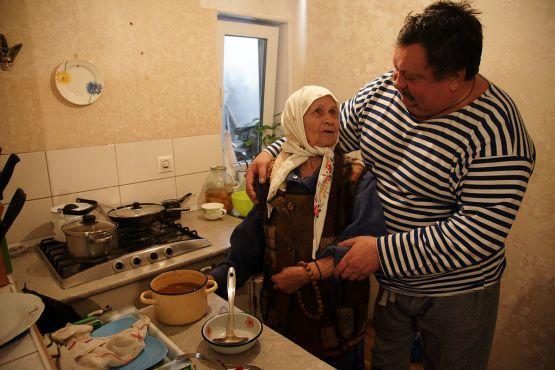 Так как Сергей заботится о маме Анне Федоровне Баклаевой может мечтать каждая женщина, вырастившая сына