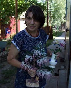 Людмила  Почипова создает красивые изделия из бисера на радость себе и людям. В ее коллекции более 200 поделок