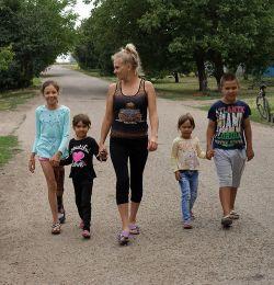Многодетная мама Ирина Мырзалиева большое внимание уделяет дополнительному образованию детей. Она утверждает, что даже в маленьком поселке для этого есть много возможностей