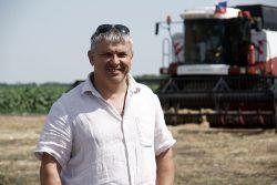 «Когда начинается горячая пора уборки урожая, праздники отходят на второй план», - считает главный агроном СПК (колхоз) «Кубанский» Алексей Лосенков