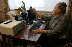 В 81 год Надежда Яковлевна Сук ловко управляется с компьютером