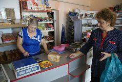 Продавец местного магазина Марета Арутюнова знает вкусы и желания всех покупателей