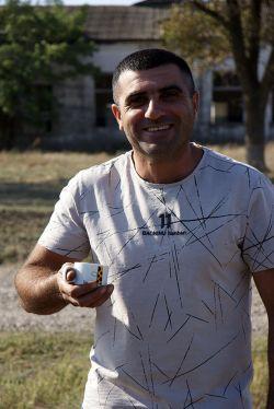 Анри Арутюнов оставил город ради того, чтобы по утрам выпивать чашку ароматного кофе на свежем воздухе