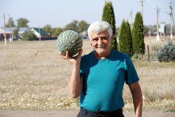 Гостеприимный Гурген Арутюнов спешит с угощением
