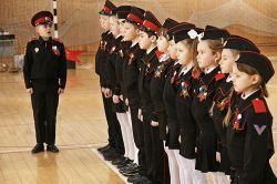 Юные казачата СОШ № 7 показательным выступлением открывали районный смотр строя и песни