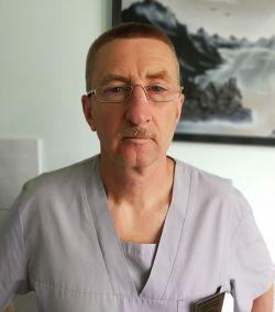 26-летний опыт работы врача анестезиолога-реаниматолога Олега Бурдукова очень пригодился во время работы в госпитале