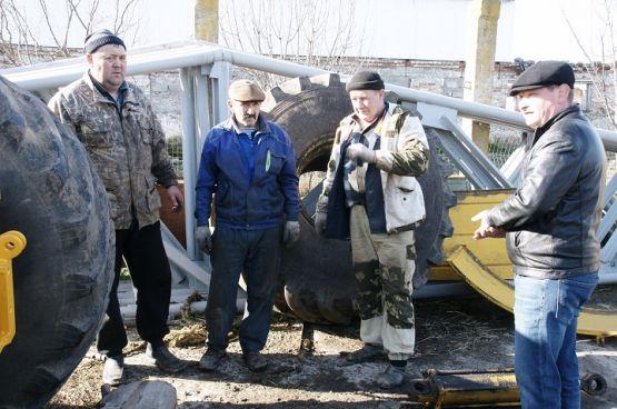 Добросовестно трудятся в предприятии Александр Панарин, Александр Саяпин и Валерий Бычков