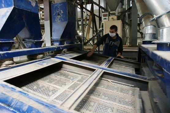 Денис Шульгин на Ровненском маслозаводе работает на рушильно-веечных машинах