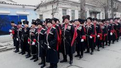 Парадными расчетами казаки Кубани шествовали от здания совета министров к площади у Государственного совета Крыма. В составе делегации — казаки Новопокровского района.