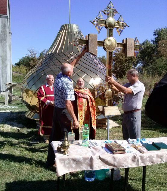 В 2017  в торжественной обстановке состоялось освещение креста и купола, после чего они были водружены на  строящийся храм.