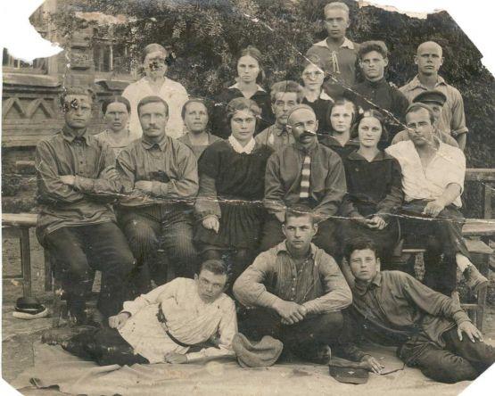 выпускники 1928 года средней школы №1. Фото из семейного  архива С.В.Дудина