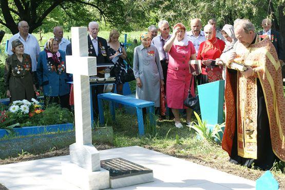 Братская могила воинов, погибших в годы Великой Отечественной войны 1942-1943 гг. (ст. Новопокровская)