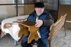 Вячеслав Иванович Петренко уже много лет увлекается изготовлением различных предметов мебели