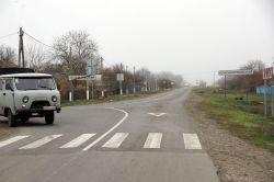 Поселок Незамаевский граничит с поселком Красноармейским. Отделяют их друг от друга только дорожные знаки
