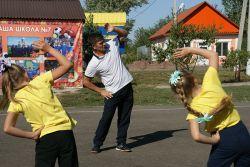 Урок физкультуры Павел Александрович Дзюба по традиции начинает с зарядки