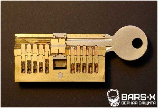 замена личинки металлической двери без ключа