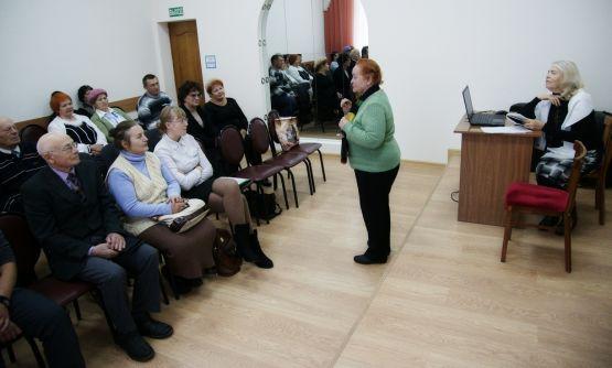 Инесса Петровна Бурыко по традиции вела заседание литературно-музыкальной гостиной