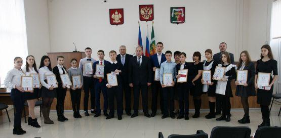 Глава района Юрий Ревякин провел торжественный прием лидеров школьного самоуправления