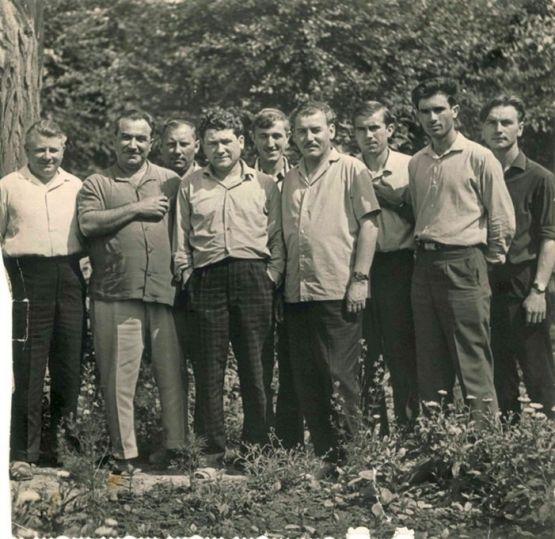 Анатолий Данченко и редактор Алексей Добрюха с кубанскими поэтами. Снимок сделан в середине 60-х годов